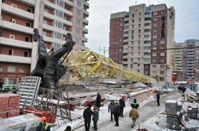 У «Парка Культуры» упал строительный кран