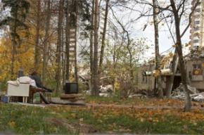 «Чуть с толчком не улетели»: дом сносят вместе с жильцами