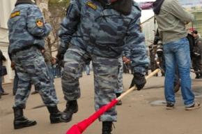 Омоновца, пытавшегося сломать древко российского флага, всё же отыскали