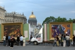 Моне с Рубенсом дежурят у метро: Фоторепортаж