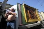 Фоторепортаж: «Моне с Рубенсом дежурят у метро»