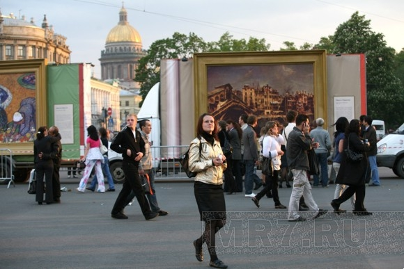Моне с Рубенсом дежурят у метро: Фото