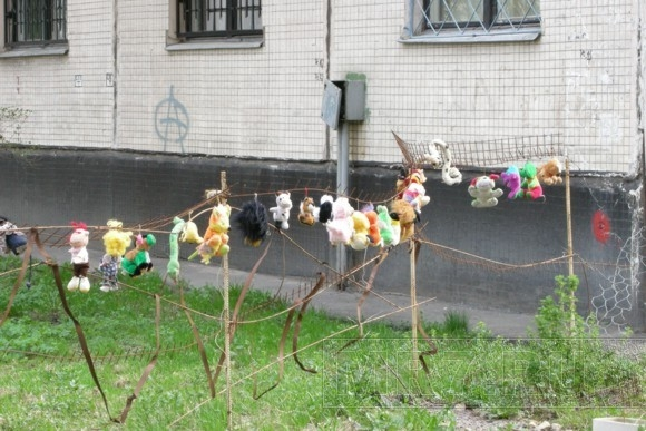 Сказочный дворик на Светлановском проспекте дети предпочитают обходить стороной: Фото