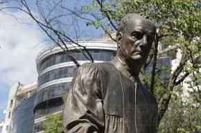 Памятник Собчаку облили краской