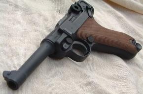 У троих безработных петербуржцев изъяли множество оружия