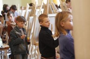 Дети рисуют газету «Мой район»