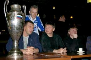Болельщики «Зенита» забрали у клуба копию Кубка России - 1999