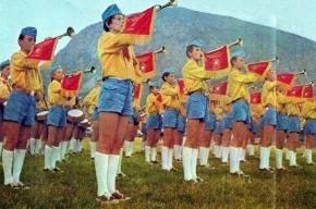 Три тысячи школьников приняли в пионеры на Красной площади