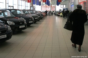 В России из-за кризиса стали выпускать меньше автомобилей