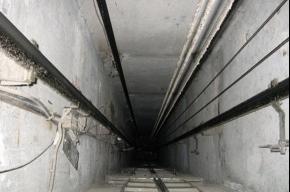Девочка, упавшая в шахту лифта, не стала ждать аварийную службу
