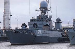 Военный корабль обстрелял дачный поселок в Ленобласти