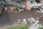 У дома №2 на проспекте Непокоренных лужа превратилась в озеро: Фоторепортаж