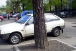 У «Политехнической» боролись с ларьками, а получили автостоянку: Фоторепортаж
