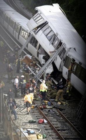 Страшная трагедия в метро Вашинтона: девять человек погибли: Фото