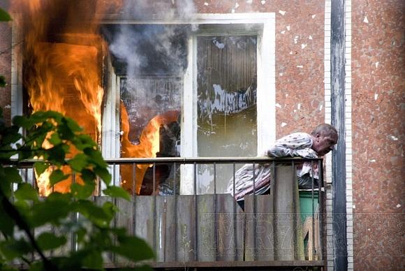 На улице Карпинского при пожаре пострадал мужчина: Фото