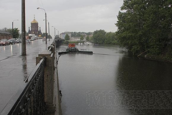 В реки Петербурга совершены крупные сбросы нефтепродуктов: Фото