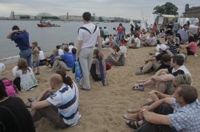 Валентина Матвиенко подписала соглашение на пляже Петропавловки