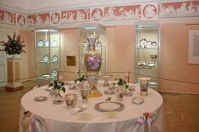 На выставке в Пушкине можно сравнить царский фарфор с современным