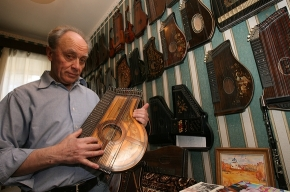 Петербуржец попал в книгу рекордов Гиннеса, собрав самую большую коллекцию цитр