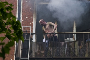 На улице Карпинского при пожаре пострадал мужчина