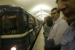 Сейчас! Движение на второй линии петербургского метро остановлено