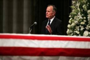 Буш отметил 85-летие прыжком с парашютом