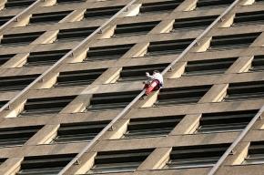 «Человек-паук» залез на 41-й этаж и попал за решетку