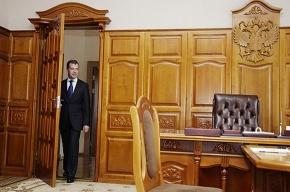 Дмитрий Медведев уехал из Павловска по-английски