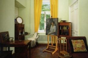В музее Анны Ахматовой открывается выставка «АА/Маска»