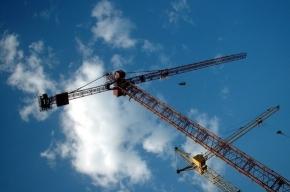 В центре Саранска падает башенный кран