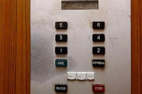 В доме на проспекте Просвещения люди второй месяц живут без лифта