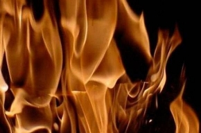 На улице Зины Портновой при пожаре спасли 50-летнего мужчину