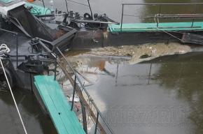 В реки Петербурга совершены крупные сбросы нефтепродуктов