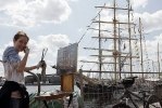 Набережная Лейтенанта Шмидта уже утонула в парусах: Фоторепортаж