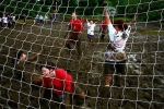 Петербургские продавцы шин отправились в Финляндию играть в болотный футбол: Фоторепортаж