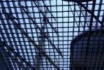 На «Мире» стучат по дереву, на «Кристиан Радике» опасаются женских зонтиков: Фоторепортаж