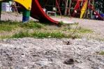 Фоторепортаж: «В колпинском Парке пионеров детям лучше не падать»