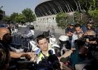 Фоторепортаж: «Сцена для Мадонны в Марселе рухнула. Один человек погиб, девять ранены. Концерта не будет»