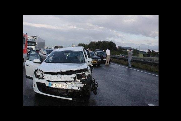 В Германии 259 машин столкнулись на одной трассе: Фото