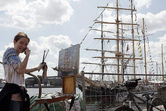Набережная Лейтенанта Шмидта уже утонула в парусах: Фото