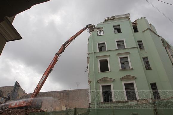 Попрощаться с домом на Малой Морской можно на нашем сайте: Фото
