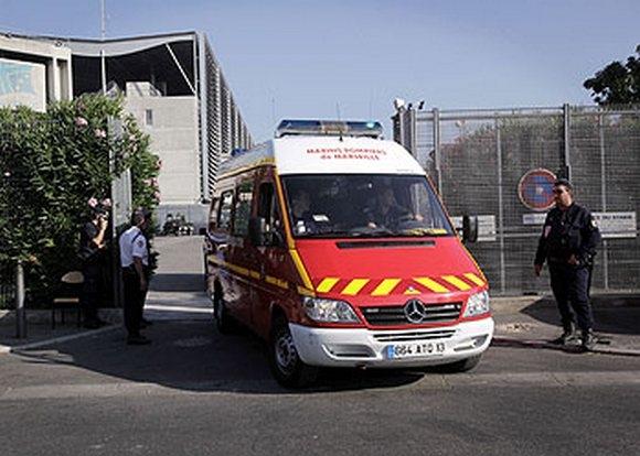 Сцена для Мадонны в Марселе рухнула. Один человек погиб, девять ранены. Концерта не будет: Фото
