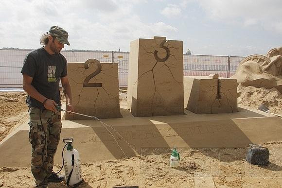 У Петропавловской крепости открывается конкурс песчаных скульптур: Фото