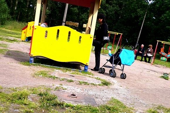 В колпинском Парке пионеров детям лучше не падать: Фото