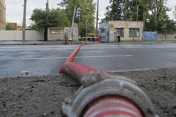 Огонь полностью уничтожил ангар на Литовской улице: Фото