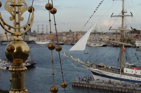 «Мир» и море в Петербурге