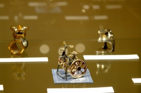 В Константиновском дворце - ювелирная выставка