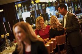 Борцы «Против бедности» пойдут в рестораны и бутики