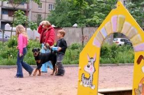 Ротвейлер на детской площадке - это нормально?