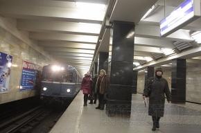 За день двое человек в метро шагнули под поезд